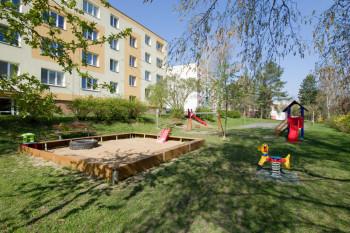 Oddychová zóna s herními prvky K. Čapka