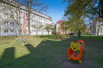 Oddychová zóna s herními prvky, ul. Dukelská