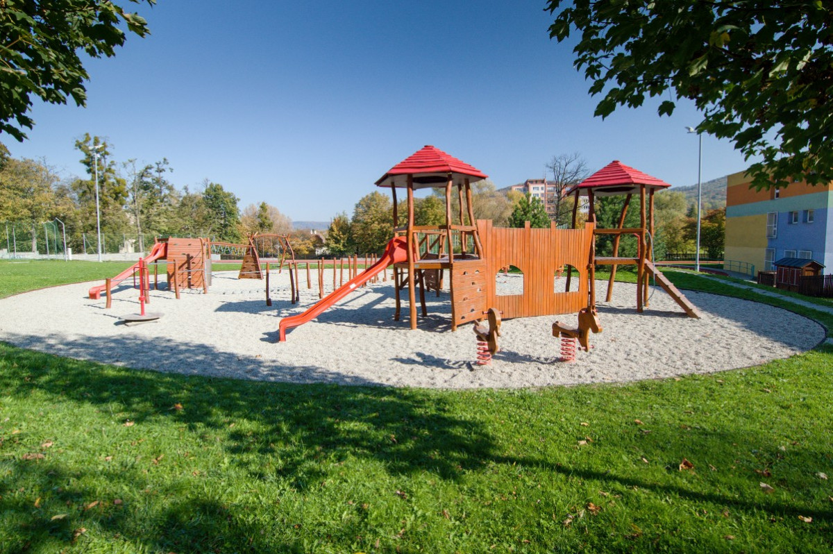 Dětské hřiště při ZŠ, ul. Alšova