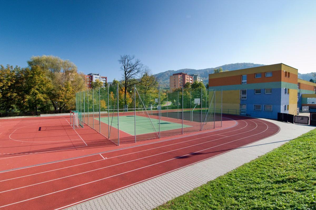 Sportovní areál u ZŠ, ul. Alšova
