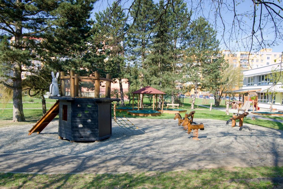 Dětské hřiště při MŠ, ul. Francouzská