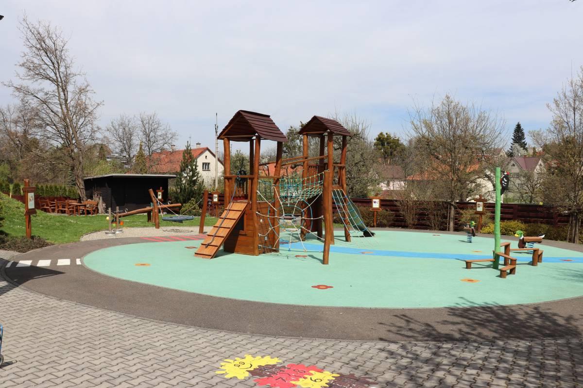 Dětské hřiště při MŠ